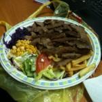 Frytki, kebab i surówka